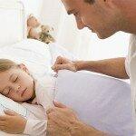 Ребенок сбрасывает во сне одеяло. Как быть?