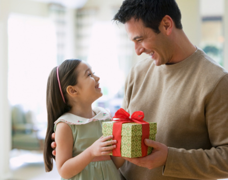 Что подарить девочке-школьнице 6-9 лет на 8 марта?