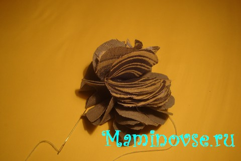 14-kak-sdelat-cvetok-iz-tkani-svoimi-rukami